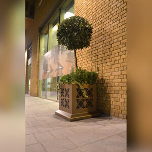 One Tower Bridge Planter by Kent in use