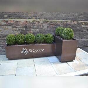Full view of Kent's St George Planter