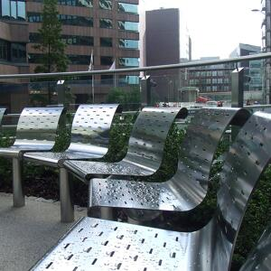 Curved seating outdoor using individual seats.